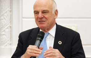 David Nabarro speaking into a microphone
