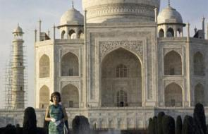 Jackie Kennedy at the Taj Mahal, captured by Cecil Stoughton